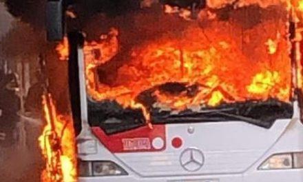 Trasporto pubblico: another Bus on fire